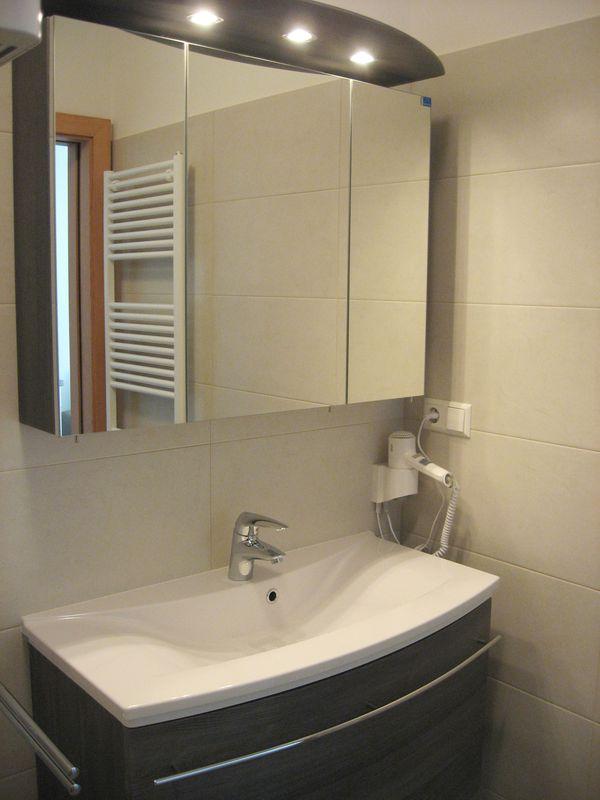 mineralputz bad perfect in putz und in tapete gestaltet. Black Bedroom Furniture Sets. Home Design Ideas